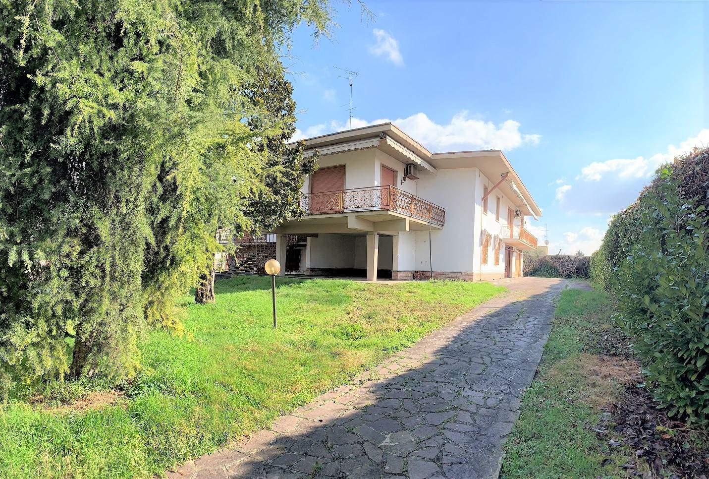 Villa in vendita a Villimpenta, 12 locali, prezzo € 210.000   PortaleAgenzieImmobiliari.it