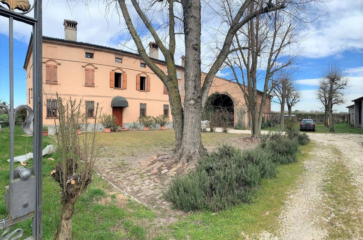 Rustico / Casale in vendita a Sustinente, 13 locali, zona Zona: Cavecchia, prezzo € 350.000 | CambioCasa.it
