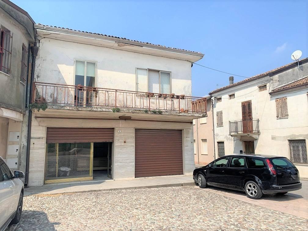 Palazzo / Stabile in vendita a Serravalle a Po, 10 locali, zona Zona: Libiola, prezzo € 45.000 | CambioCasa.it