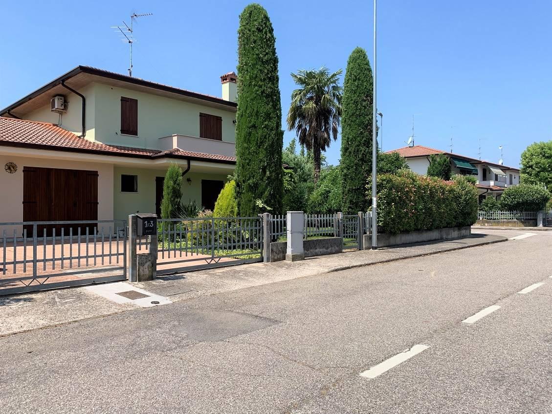 Villa Bifamiliare in vendita a Castel d'Ario, 8 locali, zona Zona: Centro Urbano, prezzo € 199.000 | CambioCasa.it