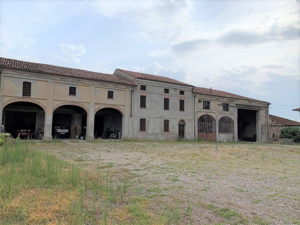Magazzino in vendita a Castelbelforte, 9999 locali, prezzo € 150.000 | PortaleAgenzieImmobiliari.it