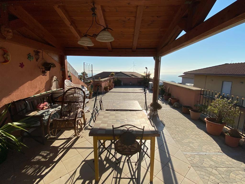 Appartamento in vendita a Aci Castello, 4 locali, zona razzi, prezzo € 140.000 | PortaleAgenzieImmobiliari.it