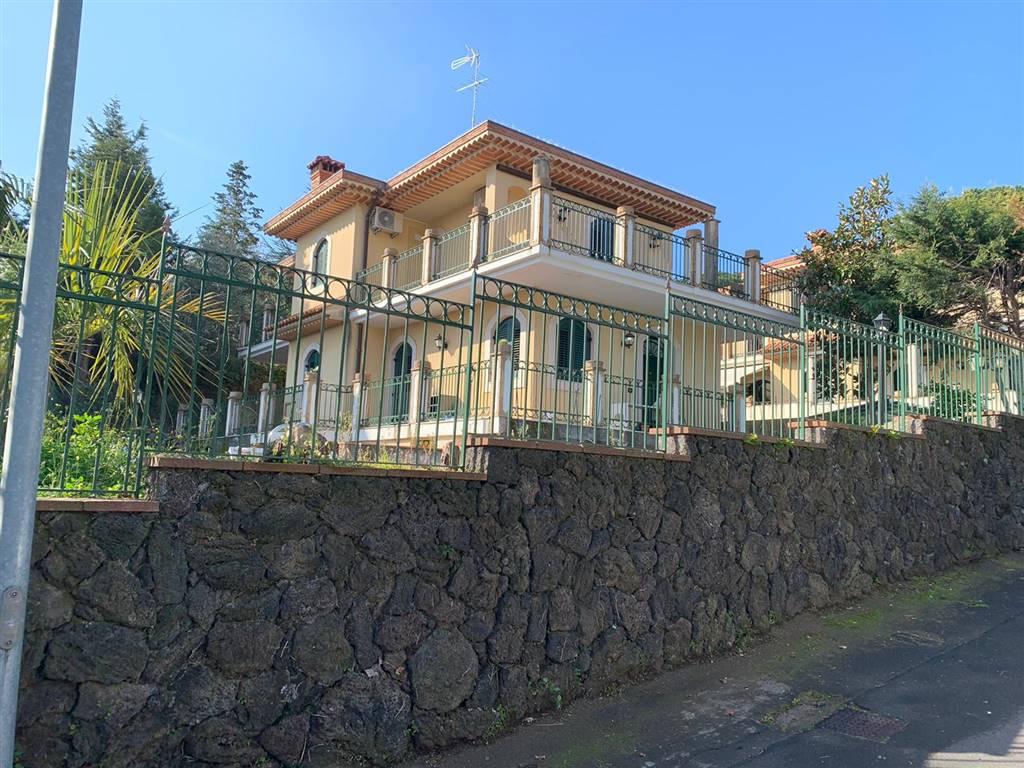 Villa, Trecastagni, ristrutturata