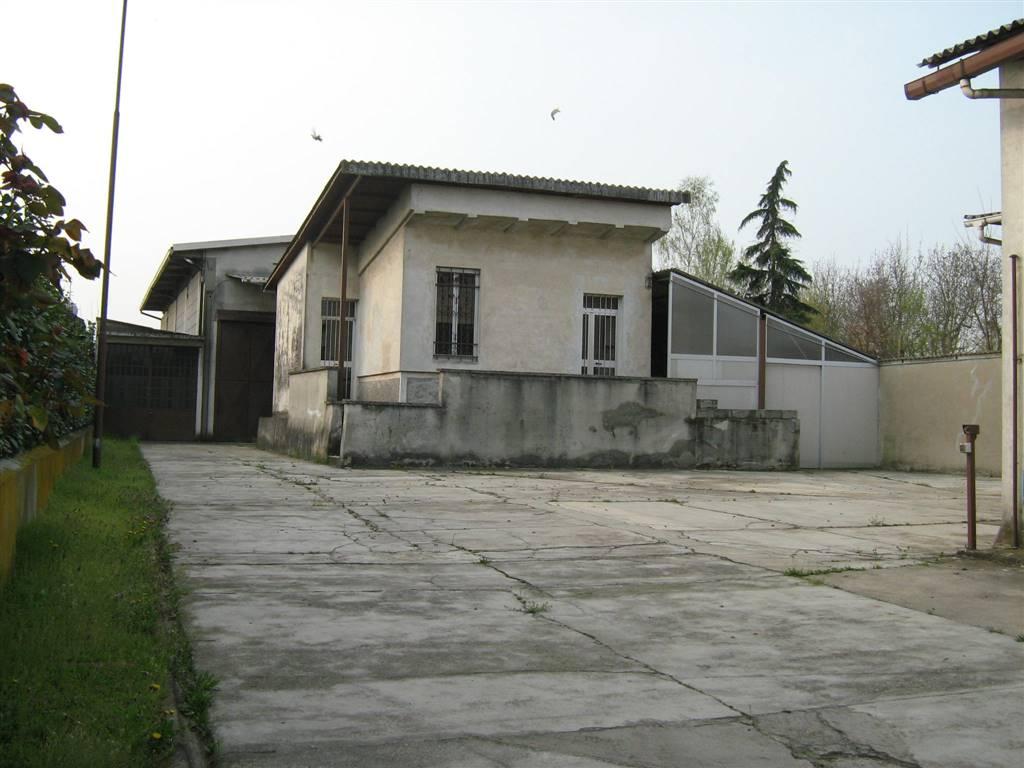Capannone in vendita a Vigevano, 6 locali, prezzo € 150.000 | PortaleAgenzieImmobiliari.it