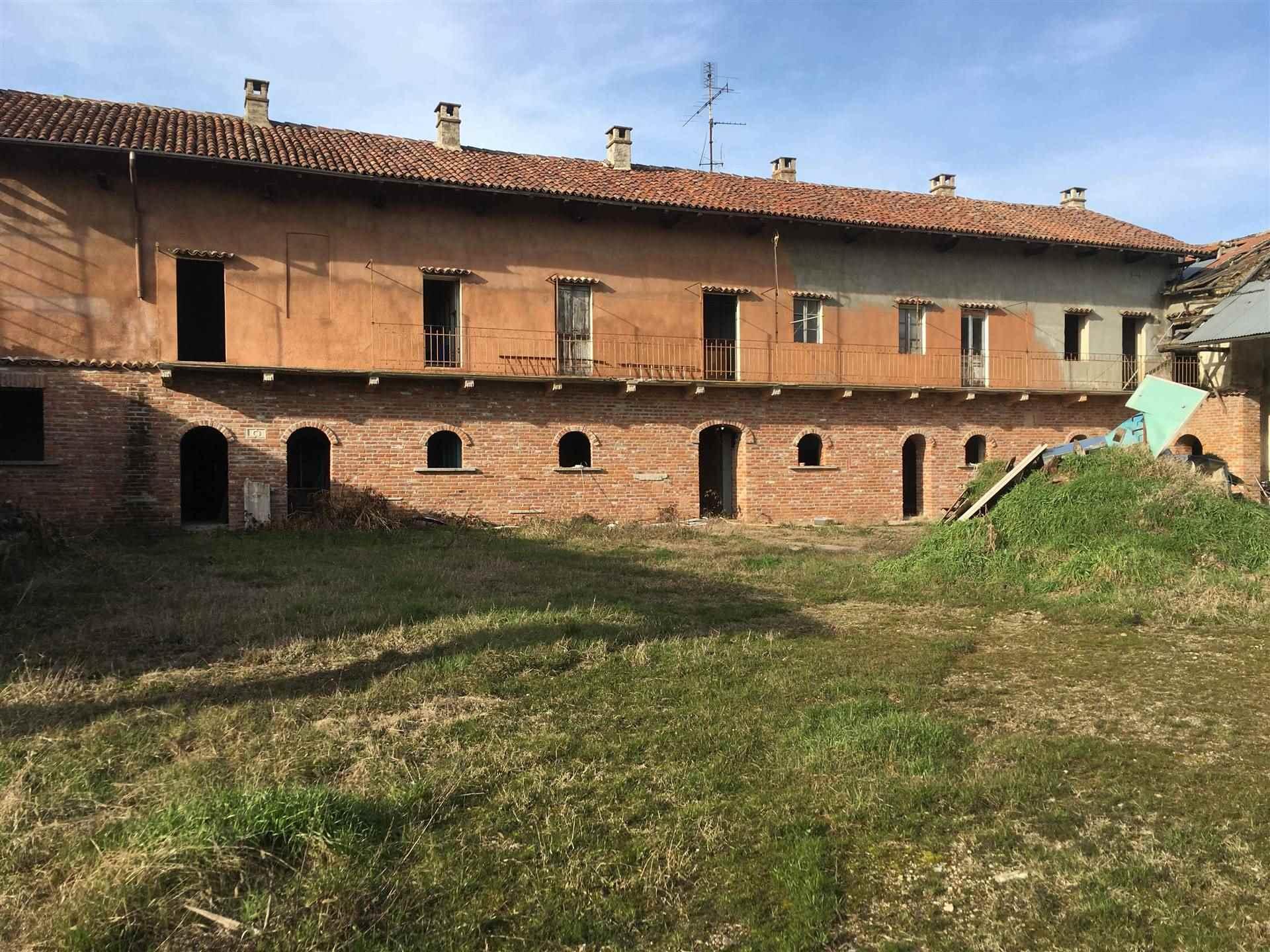 Rustico / Casale in vendita a Gravellona Lomellina, 12 locali, prezzo € 155.000 | PortaleAgenzieImmobiliari.it
