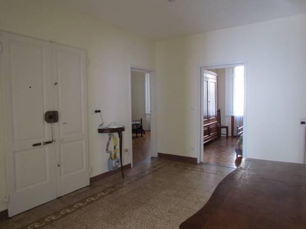 ALBERTI, FIRENZE, Appartamento in affitto di 180 Mq, Buone condizioni, Riscaldamento Autonomo, Classe energetica: G, Epi: 300 kwh/m2 anno, posto al