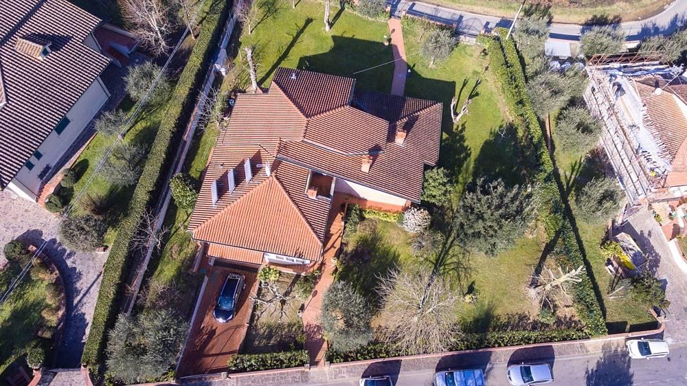 CENTRO, QUARRATA, Villa in vendita di 320 Mq, Buone condizioni, Riscaldamento Autonomo, Classe energetica: C, Epi: 170 kwh/m2 anno, posto al piano