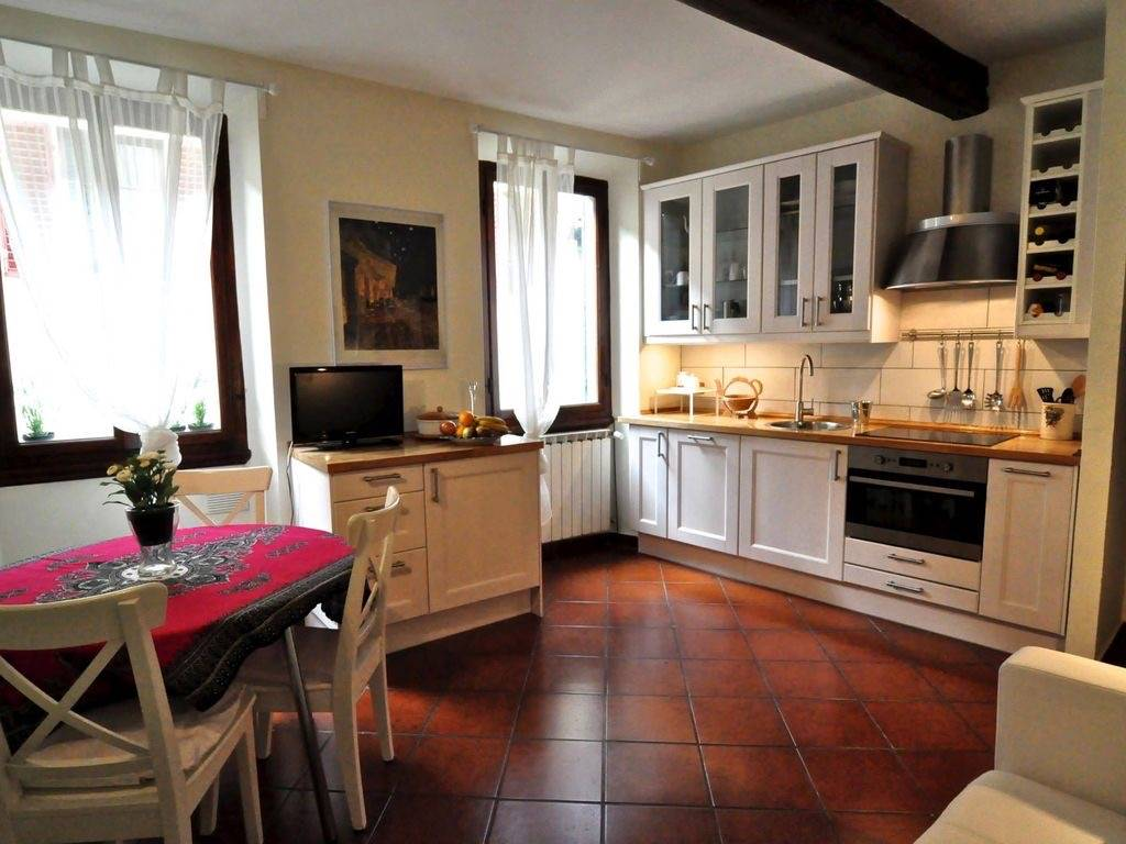 Ancient Florentine tower house, a few steps from Palazzo Pitti in the Oltrarno area. 50 sqm – x 2 people – without lift This cozy apartment