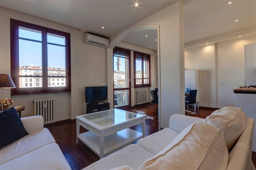 PONTE VECCHIO, FIRENZE, Appartamento in affitto di 60 Mq, Ottime condizioni, Riscaldamento Centralizzato, Classe energetica: E, posto al piano 3° su