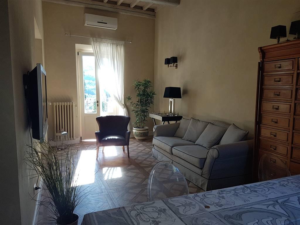 Appartamento in affitto a Fiesole, 6 locali, zona Zona: San Jacopo al Girone, prezzo € 2.350 | CambioCasa.it