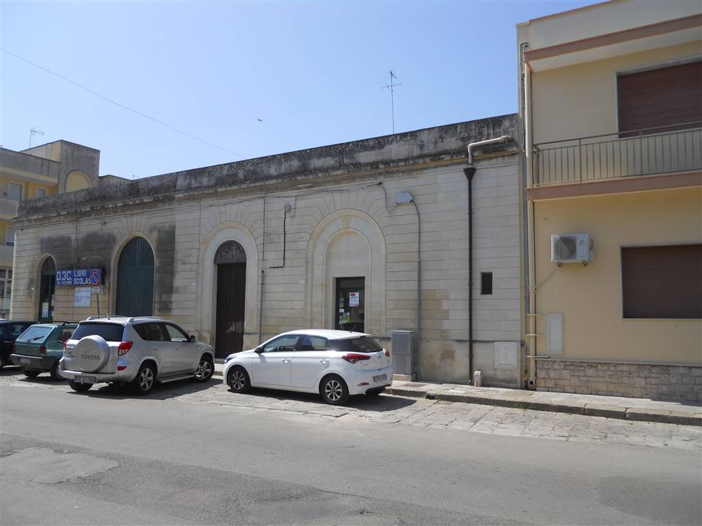 MAGLIE, Pizzeria / Pub for rent of 180 Sq. mt., Excellent Condition, Energetic class: G, placed at Ground, composed by: 5 Rooms, 3 Bathrooms, Price: