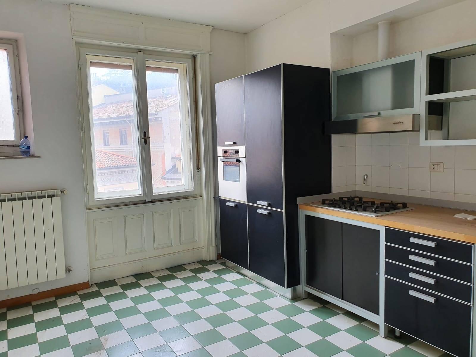 Appartamento in affitto a Trieste, 6 locali, zona Zona: Centro, prezzo € 1.350   CambioCasa.it