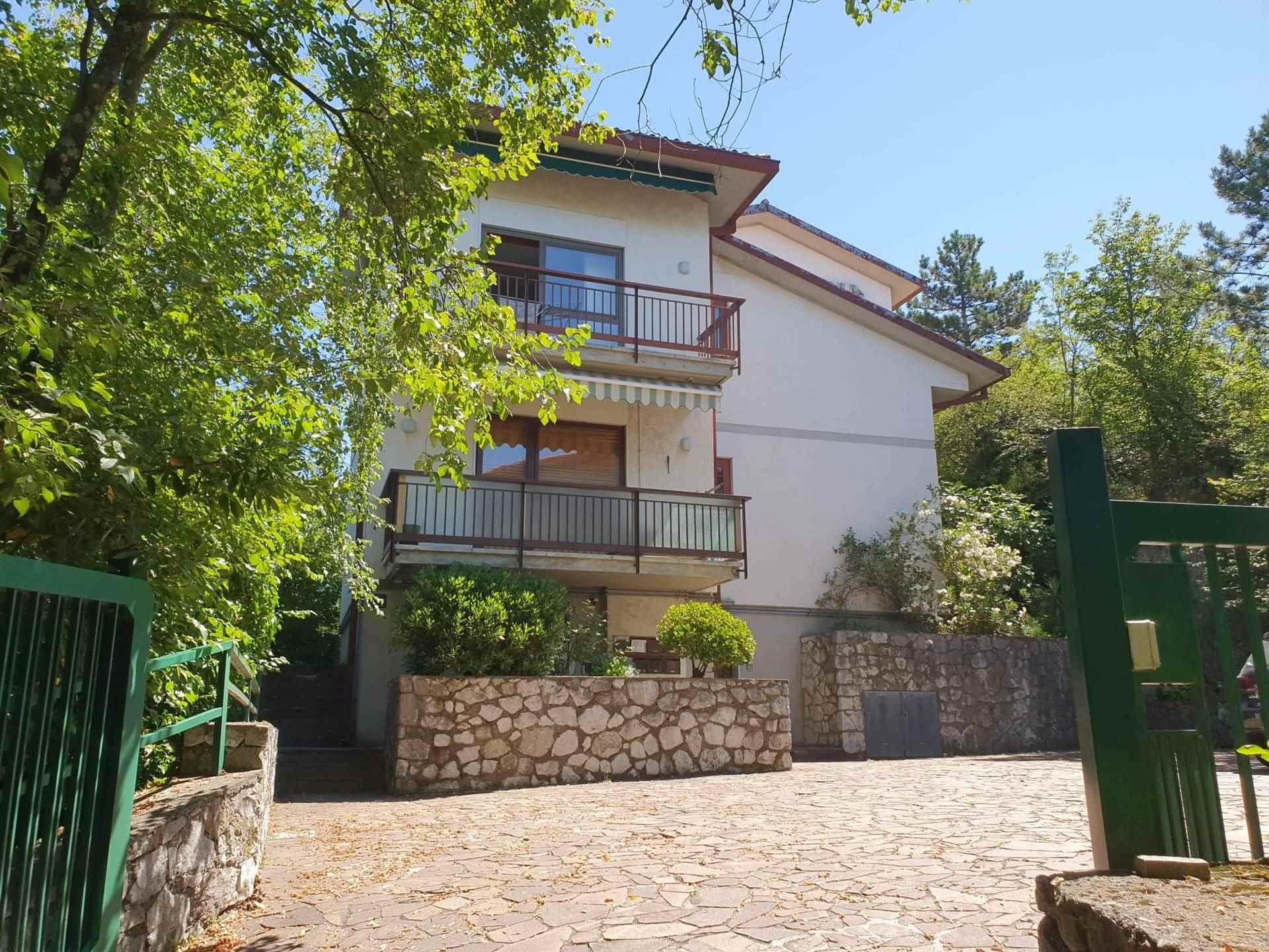 Appartamento in vendita a Duino-Aurisina, 5 locali, zona Zona: Sistiana, prezzo € 155.000   CambioCasa.it