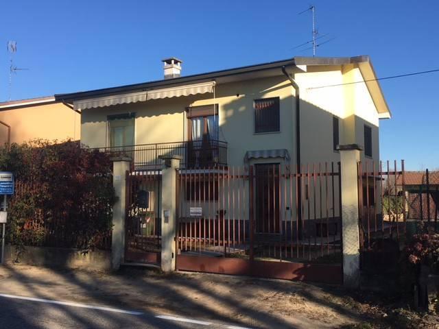 Villa in vendita a Mortara, 3 locali, prezzo € 155.000   CambioCasa.it
