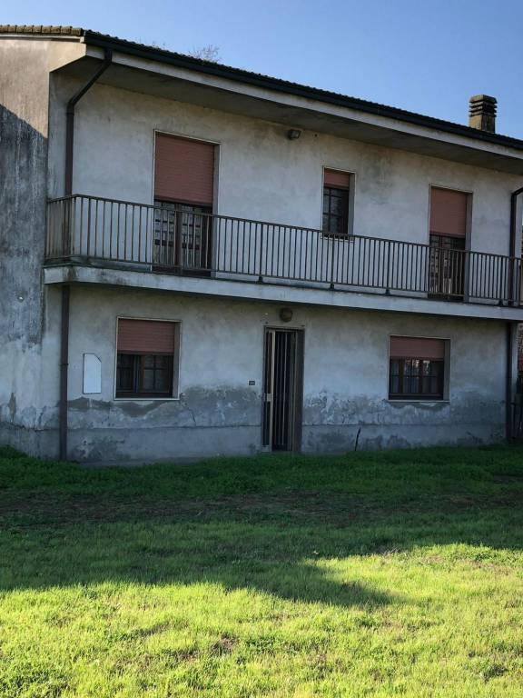 Rustico / Casale in vendita a Cergnago, 6 locali, prezzo € 115.000 | PortaleAgenzieImmobiliari.it