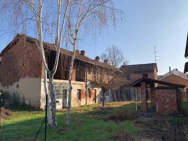 Casa singola, Borgolavezzaro, da ristrutturare