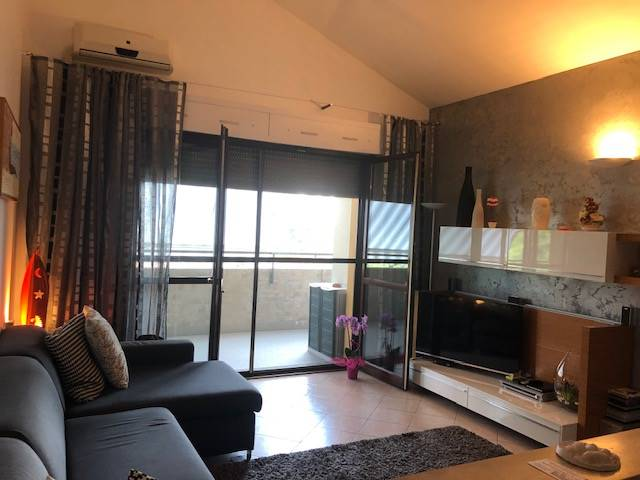 Appartamento in vendita a Parona, 3 locali, prezzo € 120.000 | CambioCasa.it