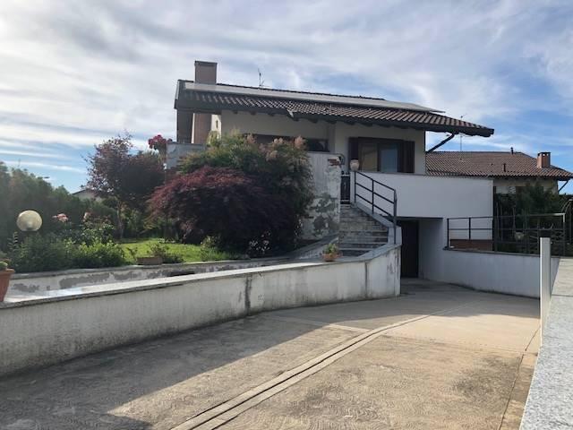 Villa in vendita a Mortara, 8 locali, Trattative riservate | CambioCasa.it
