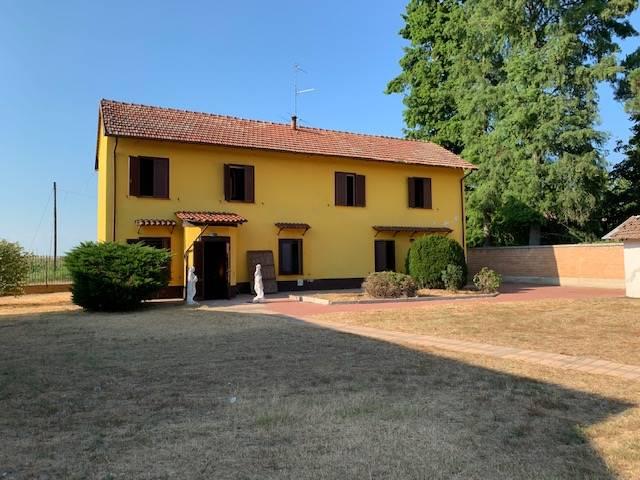 Rustico / Casale in vendita a Mortara, 8 locali, Trattative riservate | CambioCasa.it