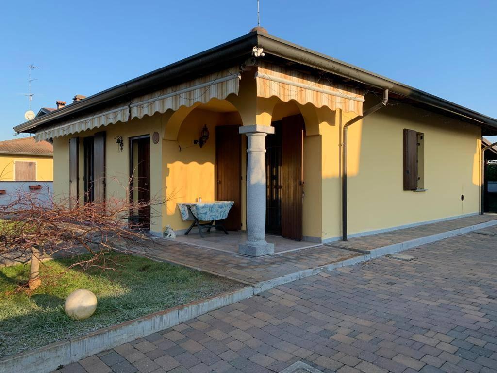 Villa, Castello D'agogna, seminuova