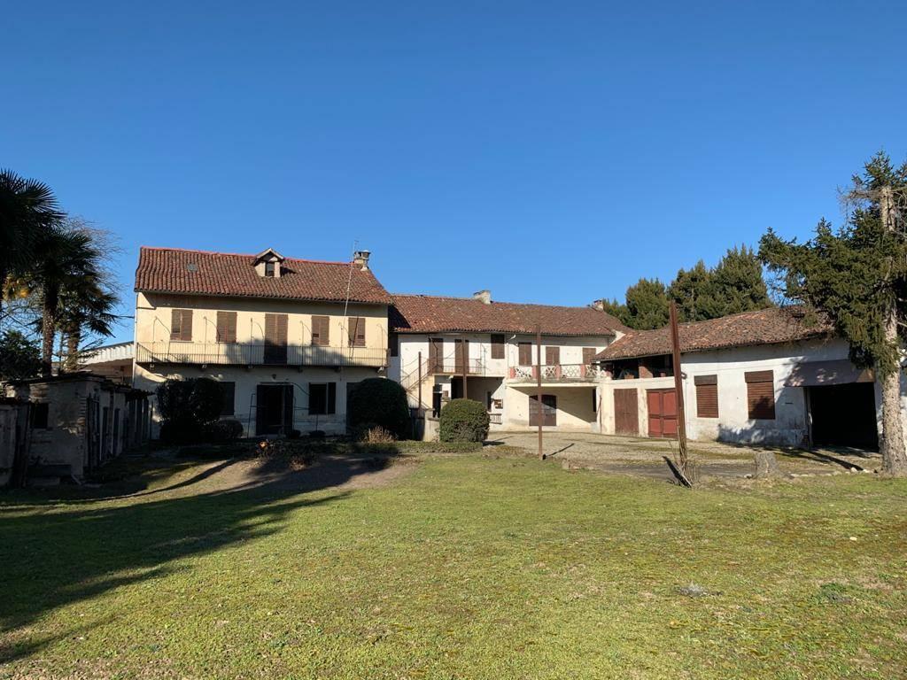 Soluzione Indipendente in vendita a Robbio, 15 locali, prezzo € 140.000 | PortaleAgenzieImmobiliari.it