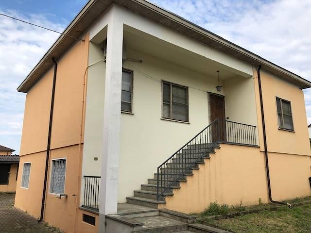 Villa in vendita a Zeme, 4 locali, prezzo € 80.000   CambioCasa.it