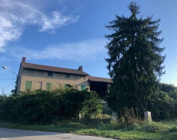 Rustico / Casale in vendita a Breme, 8 locali, prezzo € 75.000 | CambioCasa.it