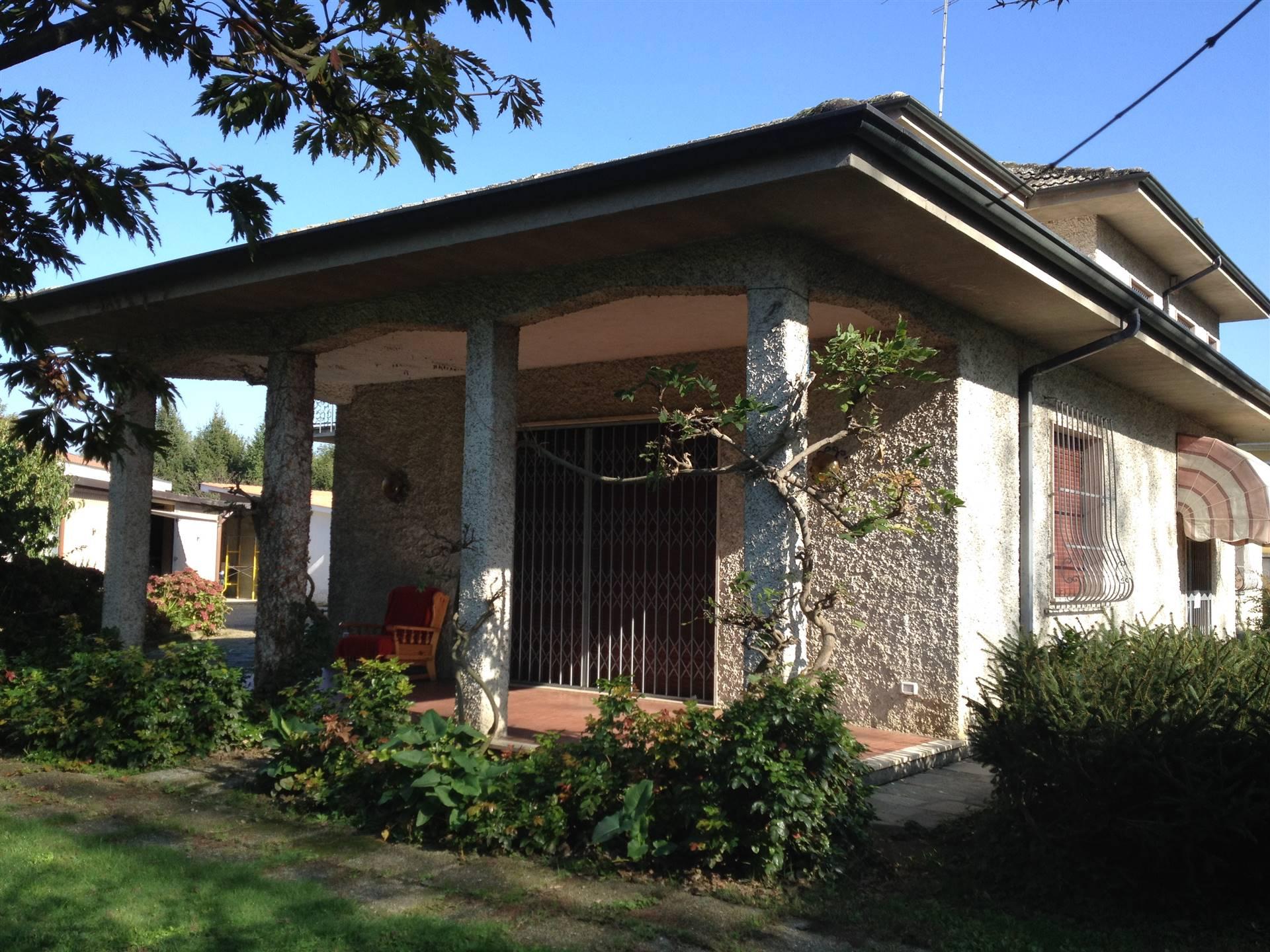 Villa in vendita a Breme, 8 locali, prezzo € 250.000 | CambioCasa.it