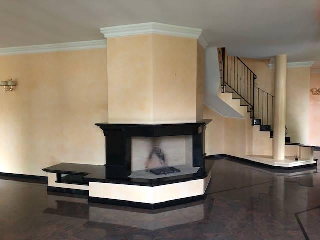 Villa in vendita a Parona, 6 locali, Trattative riservate | CambioCasa.it