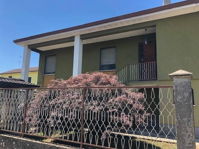 Villa in vendita a Zeme, 5 locali, prezzo € 95.000   CambioCasa.it