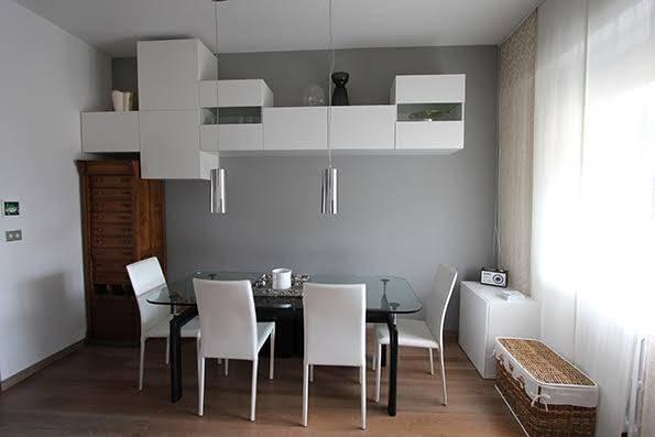 VIA DE SANCTIS, bell'appartamento luminoso e silenzioso, ubicato al quinto ed ultimo piano con ascensore di palazzo fine anni cinquanta, 110 mq