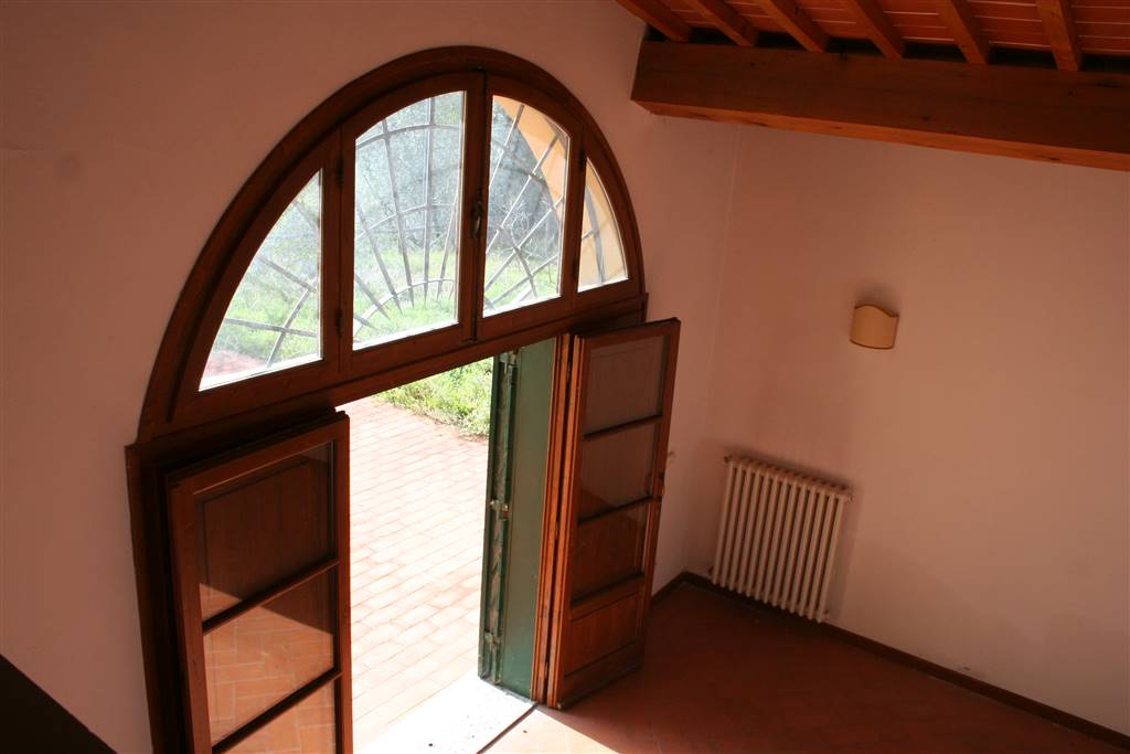 CAREGGI, FIRENZE, Apartment for rent of 200 Sq. mt., Excellent Condition, Heating Individual heating system, Energetic class: G, Epi: 230 kwh/m2 year,