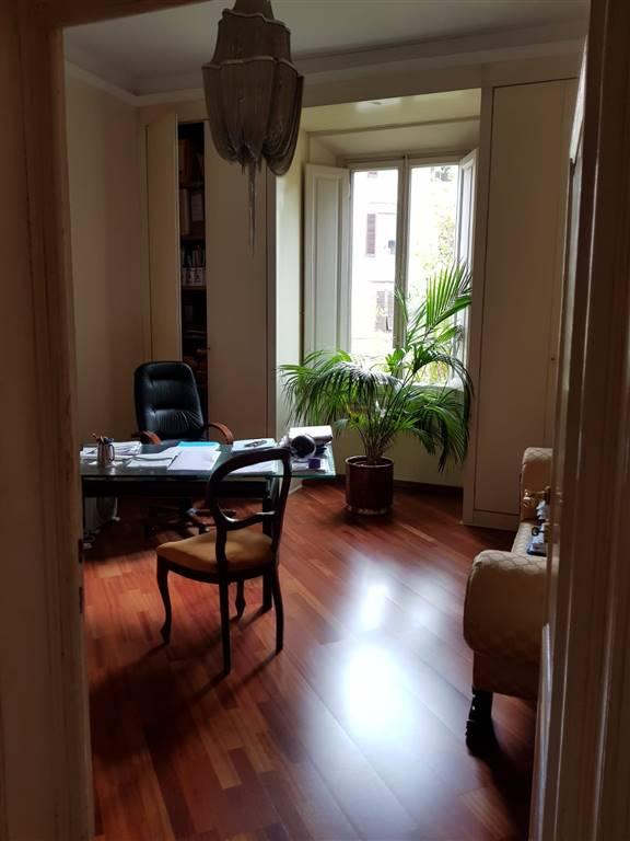 Piazza Viesseux, in elegante palazzo, primo piano con ascensore, affittasi prestigioso ufficio di mq 170 circa, composto da ingresso, piccola