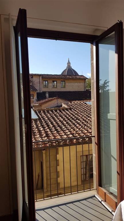 CENTRO STORICO, FIRENZE, Apartment for rent of 80 Sq. mt., Restored, Heating Centralized, Energetic class: G, Epi: 250 kwh/m2 year, placed at 3° on 4,