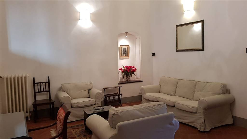DUOMO, FIRENZE, Apartment for rent of 150 Sq. mt., Restored, Heating Centralized, Energetic class: G, Epi: 230 kwh/m2 year, placed at 4° on 4,