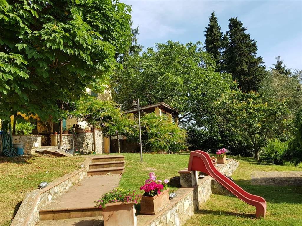 GRASSINA, BAGNO A RIPOLI, Villa deux familles des vendre de 350 Mq, Bon , Chauffage Autonome, Classe Énergétique: G, Epi: 287,61 kwh/m2 l'année, par