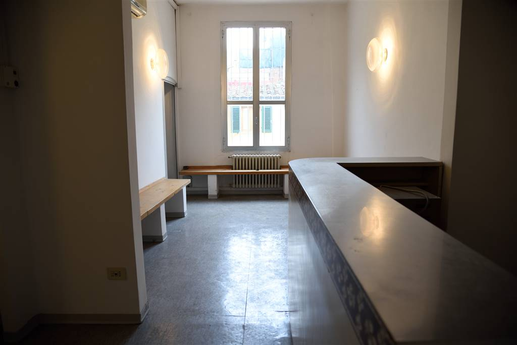 CENTRO STORICO, FIRENZE, Apartment for sale of 109 Sq. mt., Be restored, Heating Individual heating system, Energetic class: D, Epi: 117,96 kwh/m2