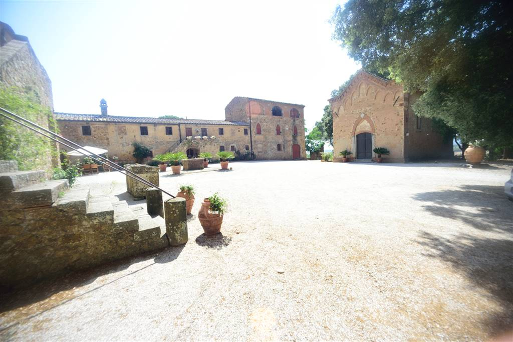 VENTURINA, CAMPIGLIA MARITTIMA, Farmstead for sale of 2500 Sq. mt., Habitable, Heating Individual heating system, Energetic class: G, Epi: 230 kwh/m2