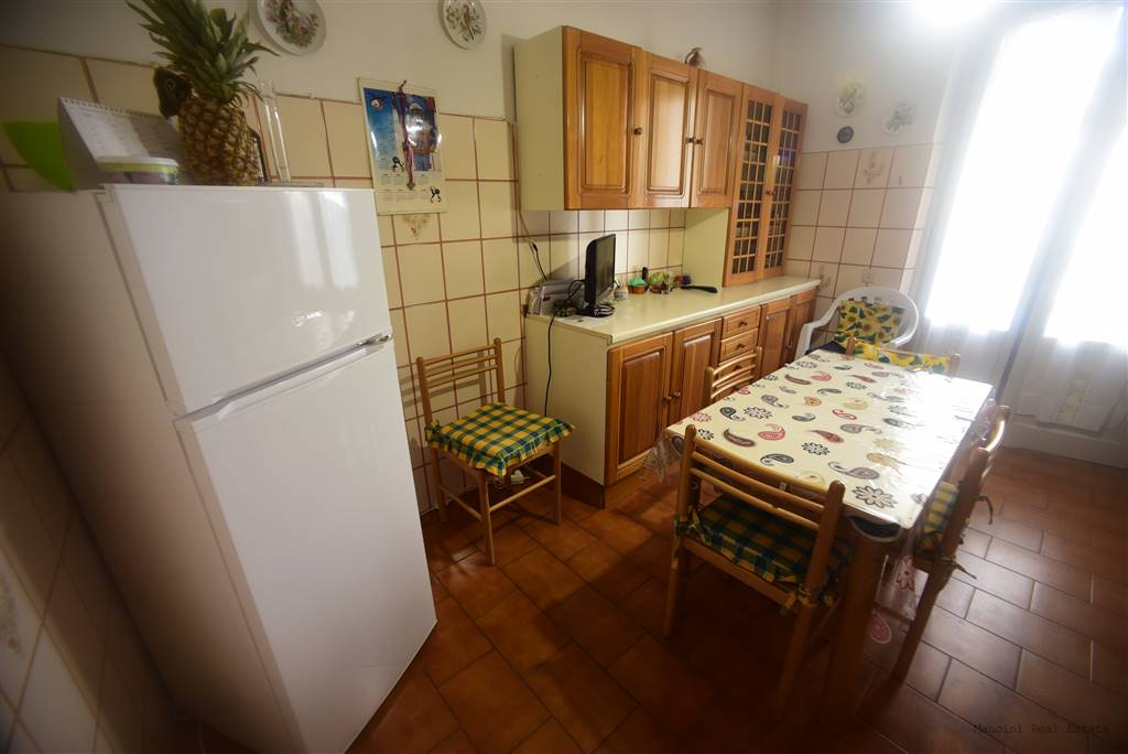RIFREDI, FIRENZE, Apartment for sale of 90 Sq. mt., Habitable, Heating Centralized, Energetic class: G, Epi: 211,18 kwh/m2 year, placed at Raised,