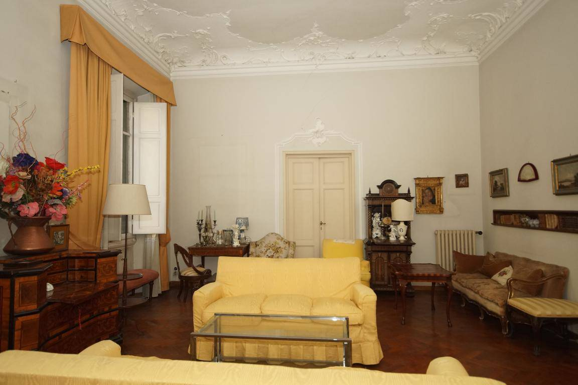 PIAZZA D'AZEGLIO, FIRENZE, Apartment for sale of 300 Sq. mt., Be restored, Heating Individual heating system, Energetic class: F, Epi: 155,99 kwh/m2