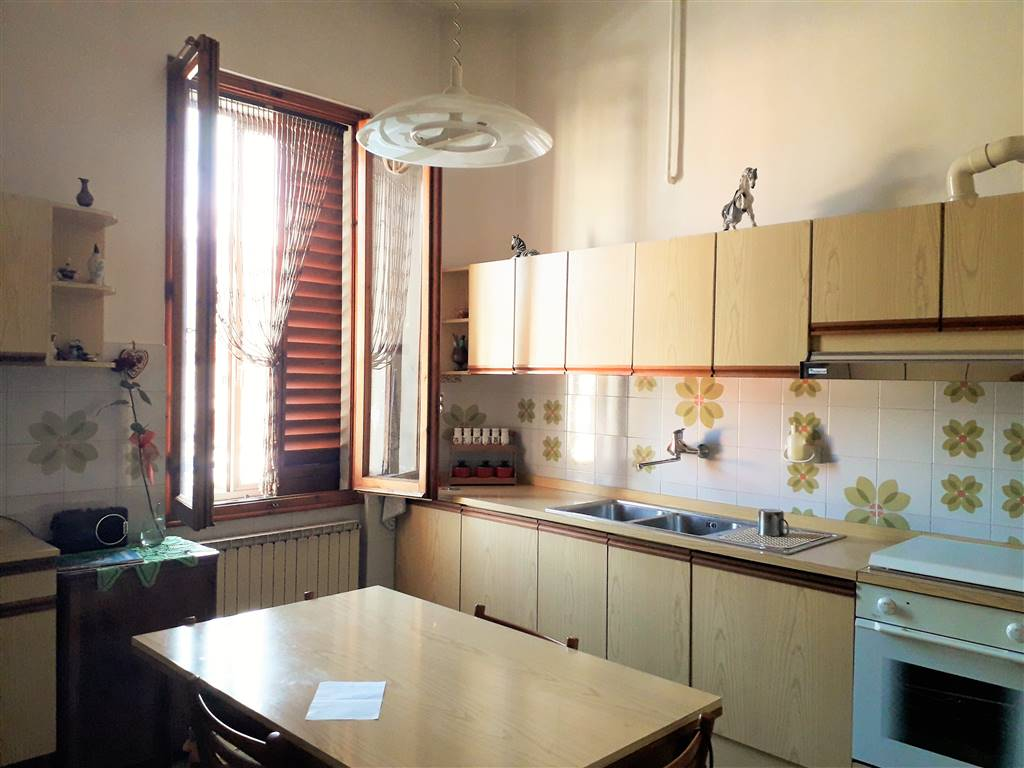 PIAZZA DEL MERCATO, SESTO FIORENTINO, Apartment for rent of 65 Sq. mt., Good condition, Heating Individual heating system, Energetic class: G, placed