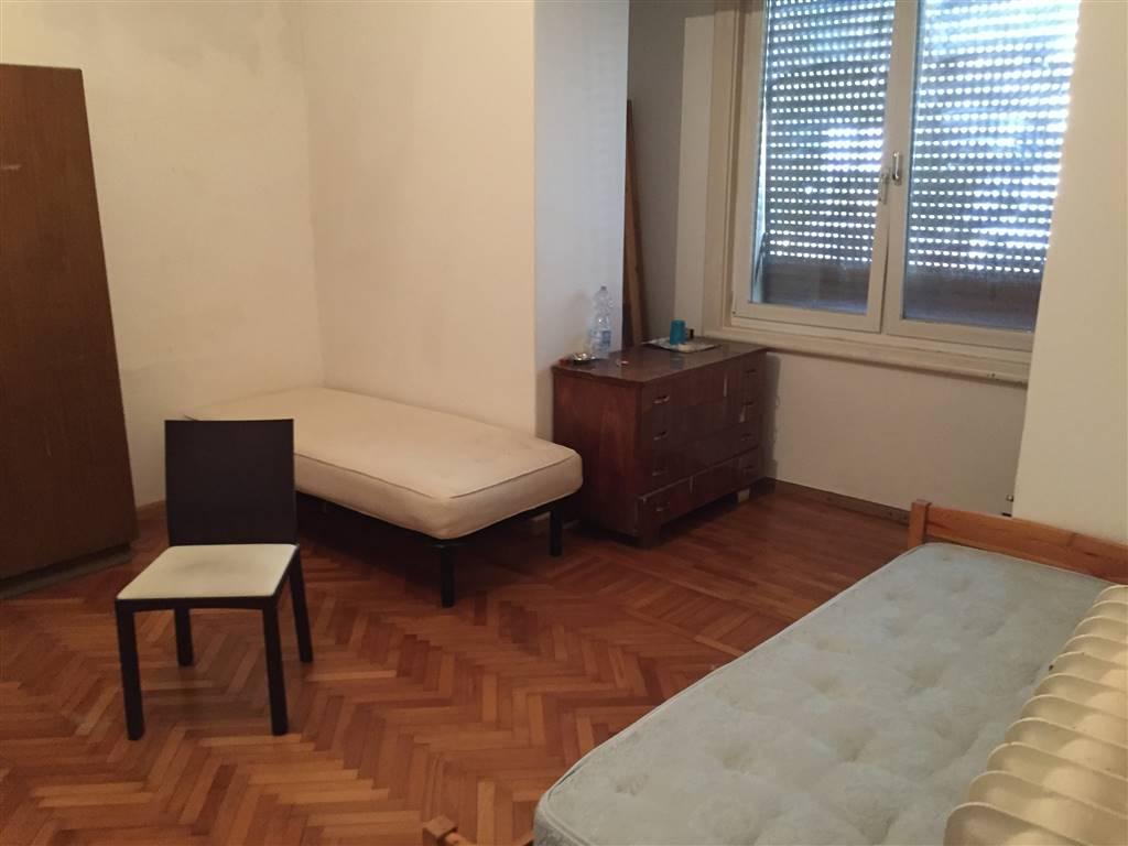 GRIES, BOLZANO, Wohnung zu verkaufen von 105 Qm, Renoviert, Heizung Unabhaengig, Energie-klasse: G, am boden Angehoben, zusammengestellt von: 3 Raume,