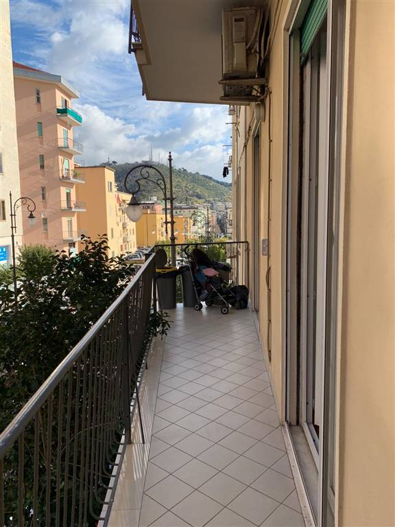 CENTRO, SALERNO, Apartment for rent of 90 Sq. mt., Energetic class: G, Epi: 175 kwh/m2 year, placed at 1°, composed by: 3 Rooms, Separate kitchen, 2