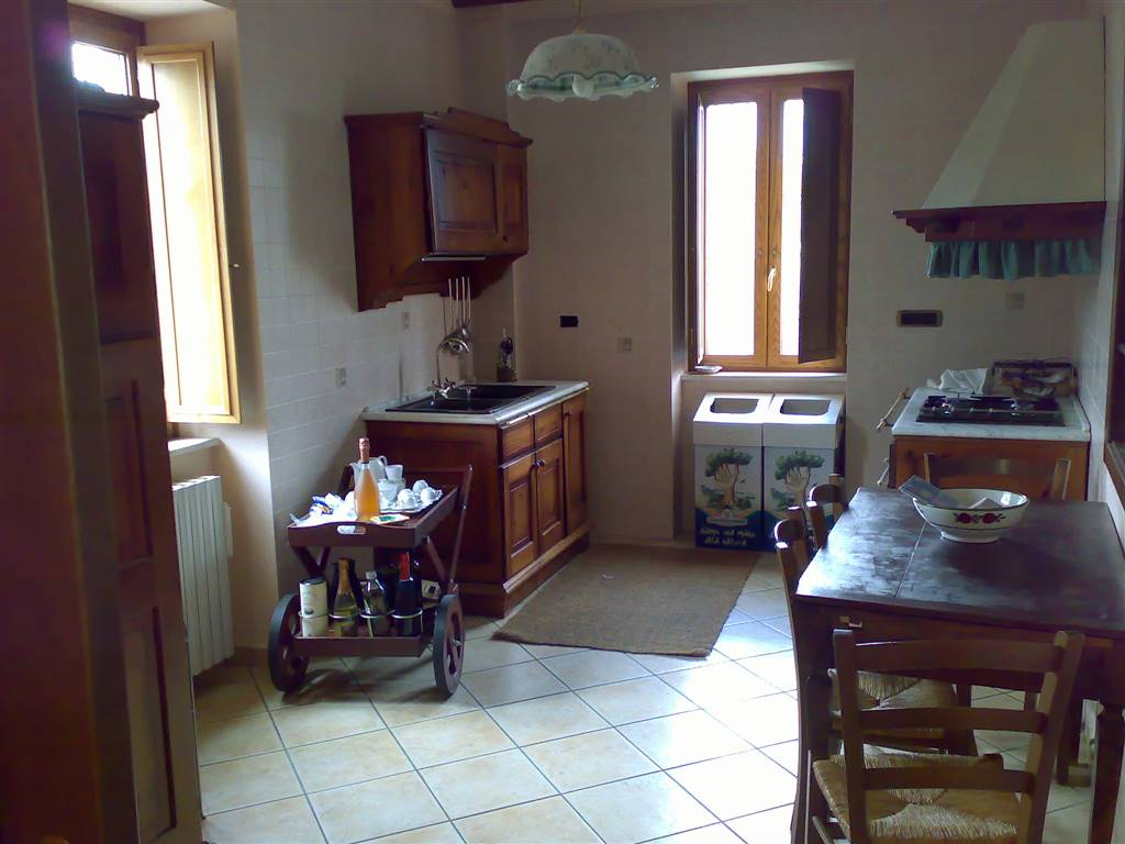SAN CIPRIANO PICENTINO, Duplex villa for sale of 420 Sq. mt., Restored, Heating Individual heating system, Energetic class: G, composed by: 10 Rooms,