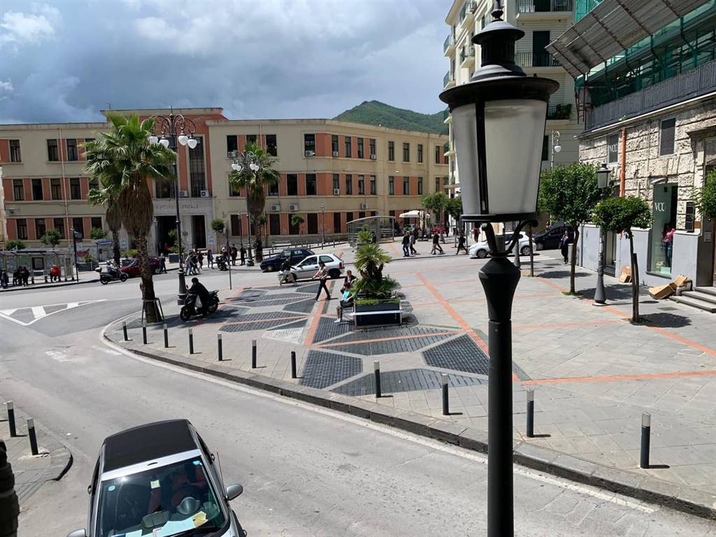 CENTRO, SALERNO, Office for rent of 80 Sq. mt., placed at 1°, composed by: , 3 Bathrooms, Price: € 980