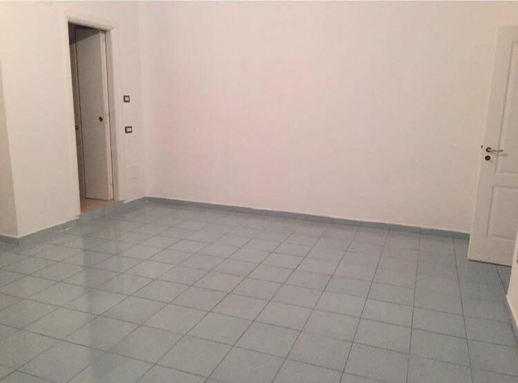 CENTRO, SALERNO, Wohnung zur miete von 120 Qm, Gutem, Heizung Unabhaengig, Energie-klasse: G, am boden 1°, zusammengestellt von: 4 Raume, Separate
