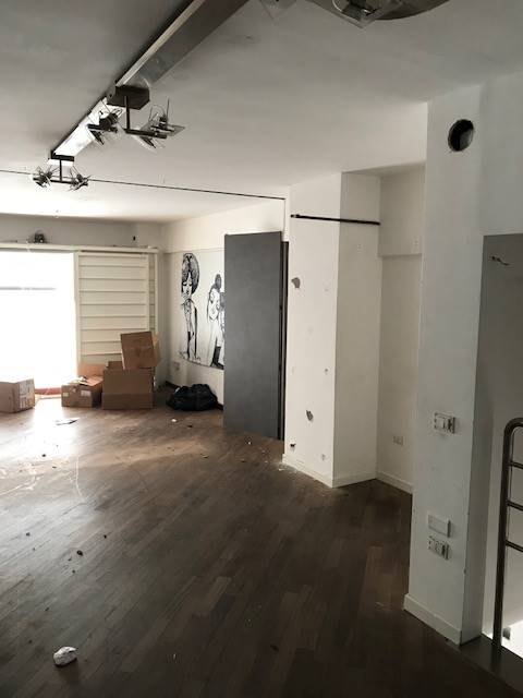 CENTRO, SALERNO, Shop for rent of 80 Sq. mt., Energetic class: G, composed by: 2 Rooms, 1 Bathroom, Price: € 1,750