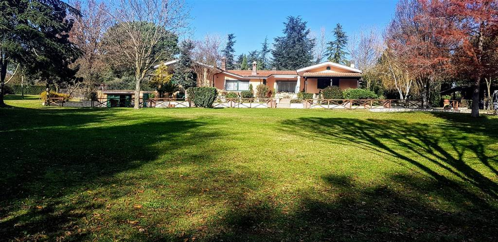 Villa in vendita a Campagnano di Roma, 5 locali, prezzo € 620.000   CambioCasa.it