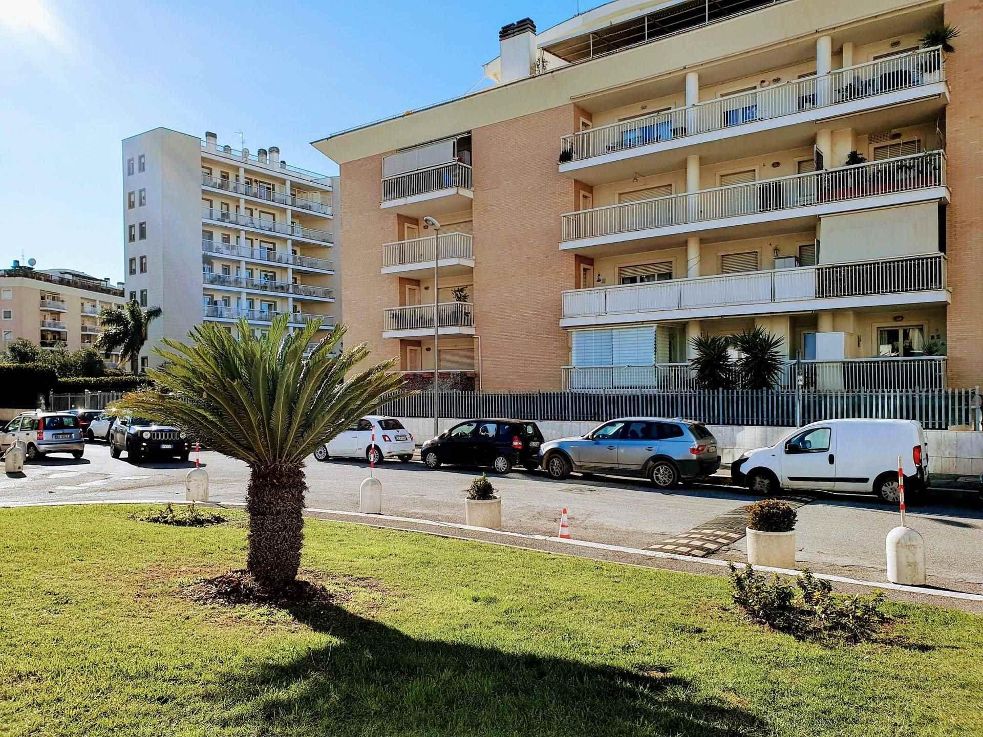 Appartamento in vendita a Roma, 2 locali, zona Località: PARCO DEI MEDICI, prezzo € 199.000 | CambioCasa.it