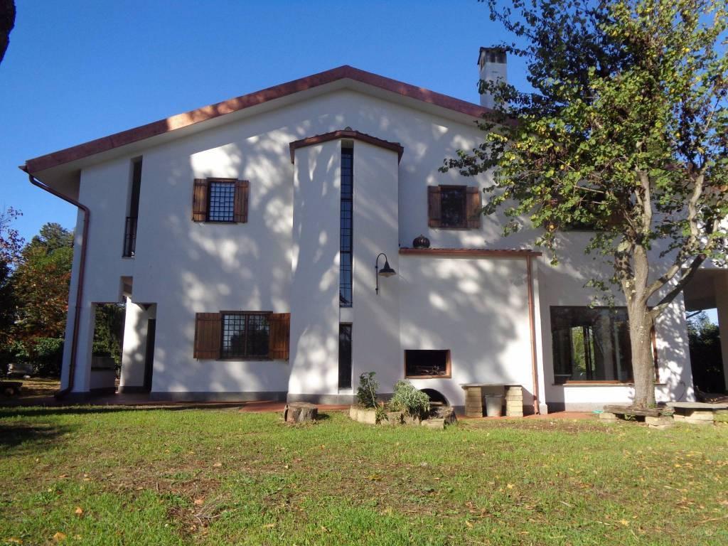 Villa in vendita a Formello, 9 locali, prezzo € 590.000   CambioCasa.it